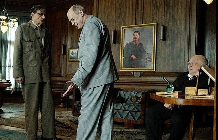 """Минкультуры отозвало прокатное удостоверение у фильма """"Смерть Сталина"""""""