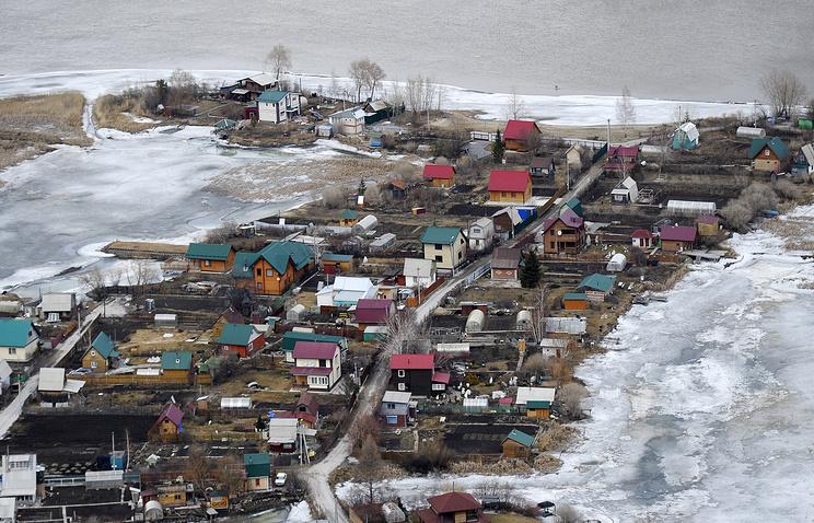 Подтопленные дачные участки Новосибирской области в апреле 2016 года