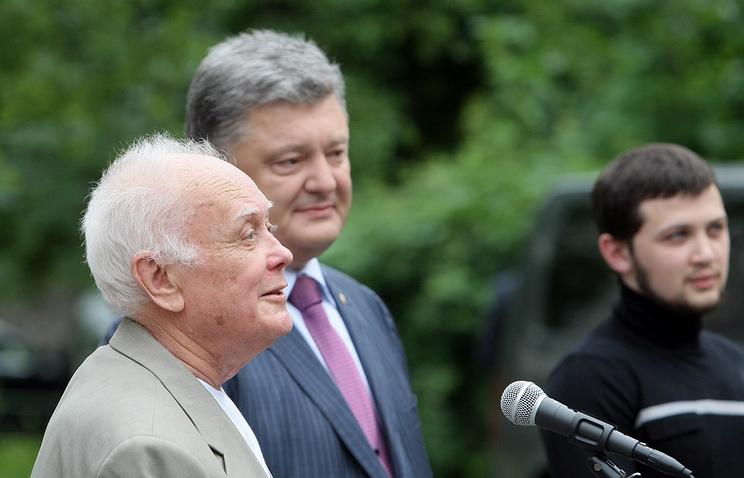 Юрий Солошенко (слева) и Геннадий Афанасьев с президентом Украины Петром Порошенко после возвращения из России