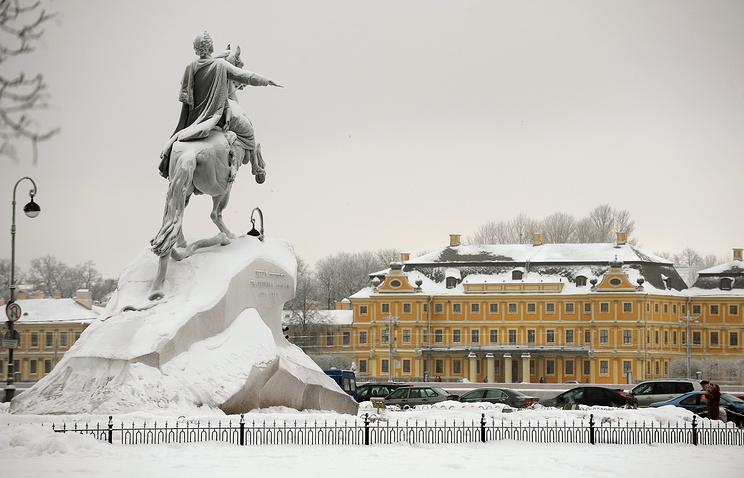 Вид на здание Сената и Синода в Санкт-Петербурге