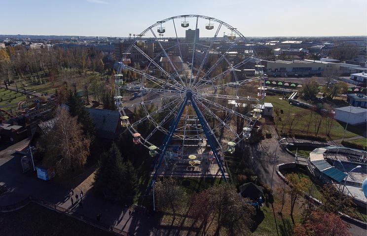 """Колесо обозрения в """"Парке чудес"""" в городе Кемерово"""