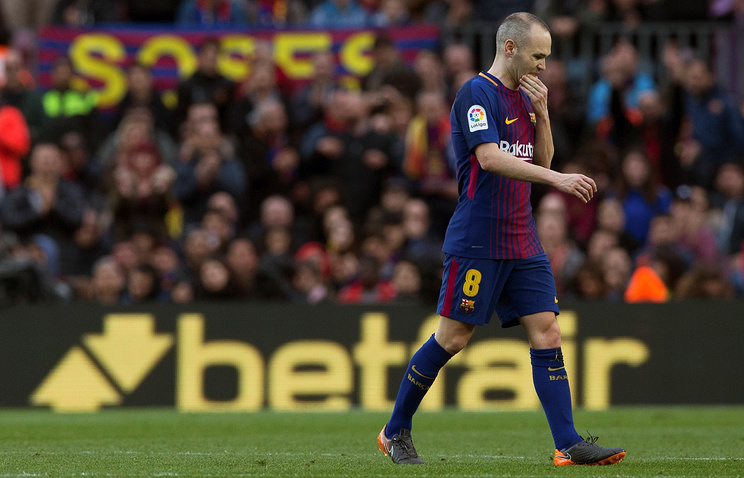 Футболист «Барселоны» Иньеста объявил обуходе изклуба