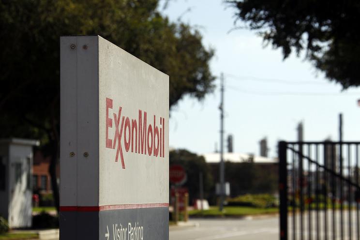 """Reuters: ExxonMobil расширяет проект с """"Роснефтью"""" по сжижению газа, несмотря на санкции"""