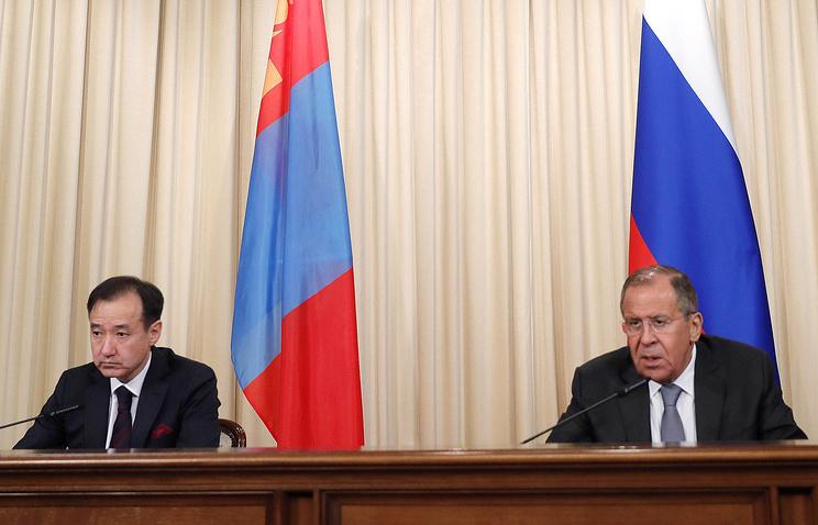 И. о. министра иностранных дел России Сергей Лавров и министр иностранных дел Монголии Дамдины Цогтбаатар