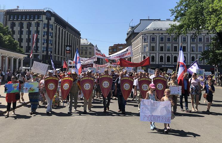 Около 4,5 тыс. человек требуют сохранения русских школ вЛатвии