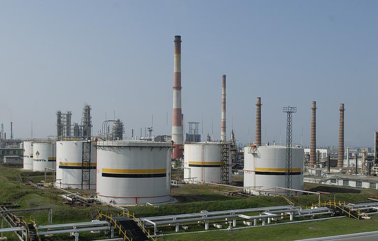Руководство может поддержать нефтяные заводы после просьб Сечина