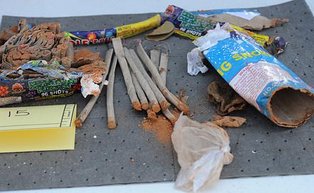 Вещдок ФБР: опустошенные фейерверки, найденные в комнате Д. Царнаева в общежитии.Фото EPA/ИТАР-ТАСС