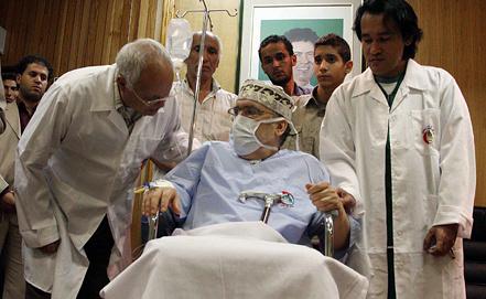 Абдель Басит аль-Миграхи (в центре). Фото из архива EPA/ИТАР-ТАСС