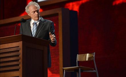 Клинт Иствуд и стул. Фото EPA/ИТАР-ТАСС