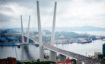Мост через бухту Золотой Рог. Фото ИТАР-ТАСС