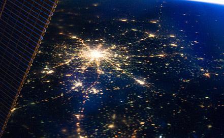 Вид ночной Москвы из космоса. Фото EPA/ИТАР-ТАСС