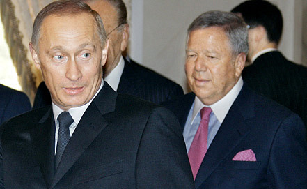 Роберт Крафт и Владимир Путин. 2005 год. Фото ИТАР-ТАСС
