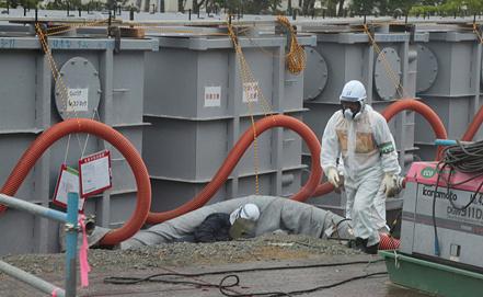Резервуары с радиоактивной водой. Фото EPA/ИТАР-ТАСС