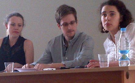Встреча с правозащитниками в Шереметьево, фото ИТАР-ТАСС/Human Rights Watch/ Татьяна Локшина
