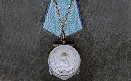Медаль Ушакова. Фото ИТАР-ТАСС