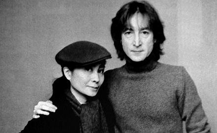 Джон Леннон с женой Йоко Оно (репродукция 1989 г.) Фото из архива ИТАР-ТАСС
