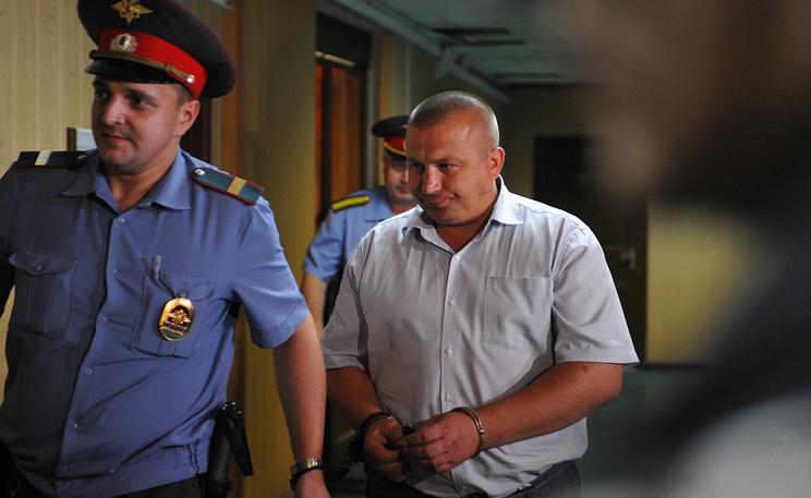 Бывший сотрудник полиции Владимир Черезов (справа). Фото ИТАР-ТАСС/ Антон Новодережкин