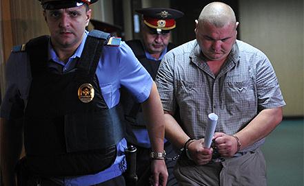 Бывший сотрудник полиции Юрий Луньков (справа). Фото ИТАР-ТАСС/ Антон Новодережкин