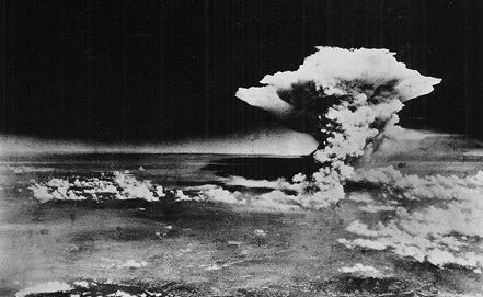 Каждый из боеприпасов был в 260 раз мощнее устройства, взорванного над Хиросимой. Фото из архива EPA/A PEACE MEMORIAL MUSEUM