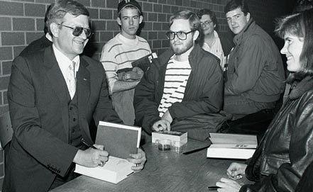 Том Клэнси (слева). 1989. Фото wikipedia.org