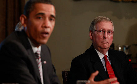 Барак Обама и Митч Макконелл. Фото AP Photo/Charles Dharapak
