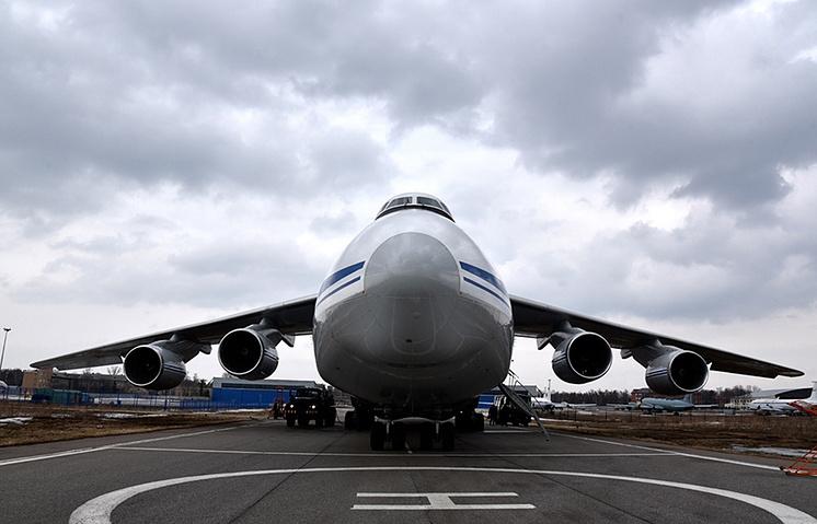 An-124 strategic airlift aircraft