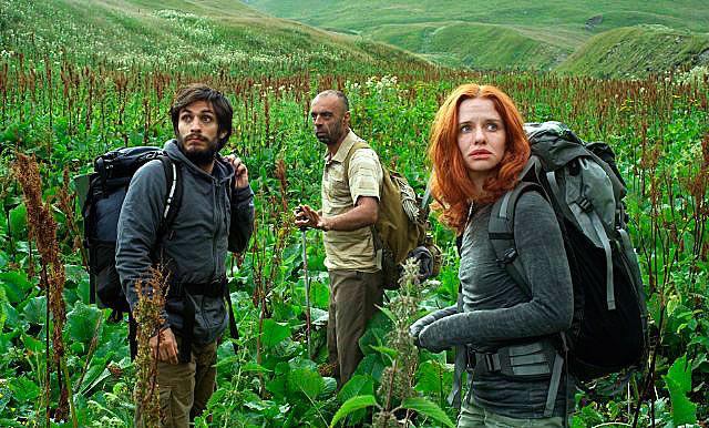"""Кадр из фильма """"Самая одинокая планета"""" (2011)"""