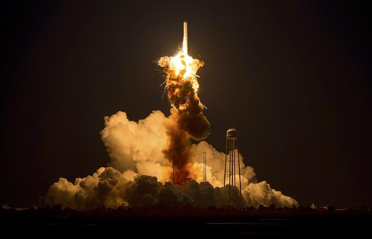 Взрыв при запуске ракеты-носителя «Антарес»