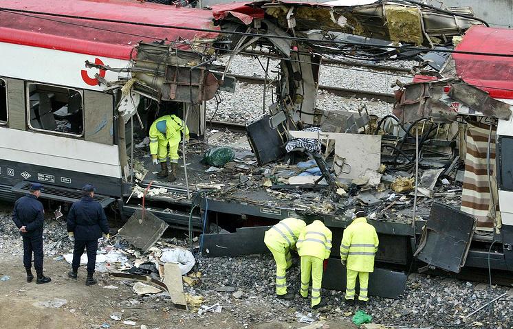 Вагон, разрушенный в результате взрыва на железнодорожном вокзале Аточа в Мадриде, 11 марта 2004 года
