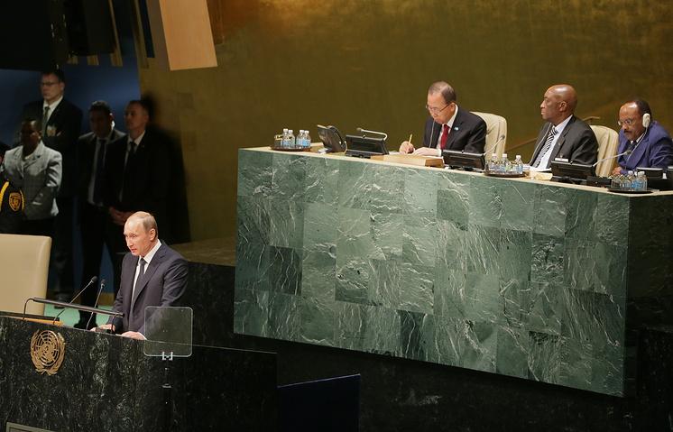 Президент России Владимир Путин (слева на первом плане) во время своего выступления на общеполитической дискуссии 70-й сессии Генеральной Ассамблеи ООН
