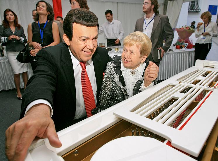 Певец Иосиф Кобзон и композитор Александра Пахмутова, 2007 год