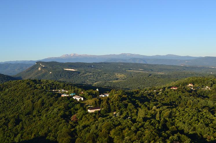 Вид на обитель с горы Физиабго