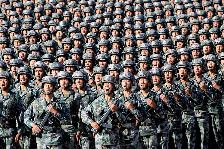 2017Soldiers of China's People's Liberation Army (PLA) get ready for the military parade to commemorate the 90th anniversary of the foundation of the army at Zhurihe military training base in Inner Mongolia Autonomous Region, China, July 30, 2017
