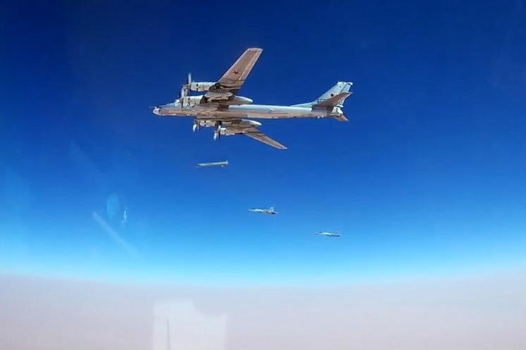 Ракетоносец-бомбардировщик Ту-95МСМ Дальней авиации Воздушно-космических сил России наносит удары крылатыми ракетами воздушного базирования (КРВБ) Х-101