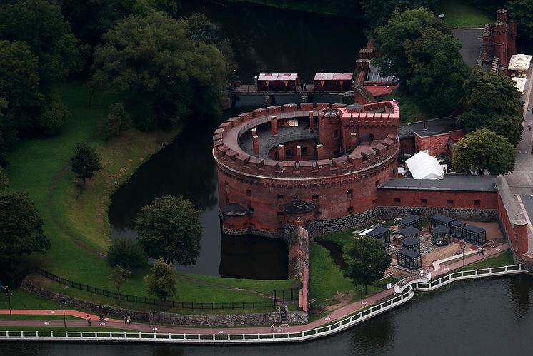 Вид на на башню Дона с Росгартенскими воротами