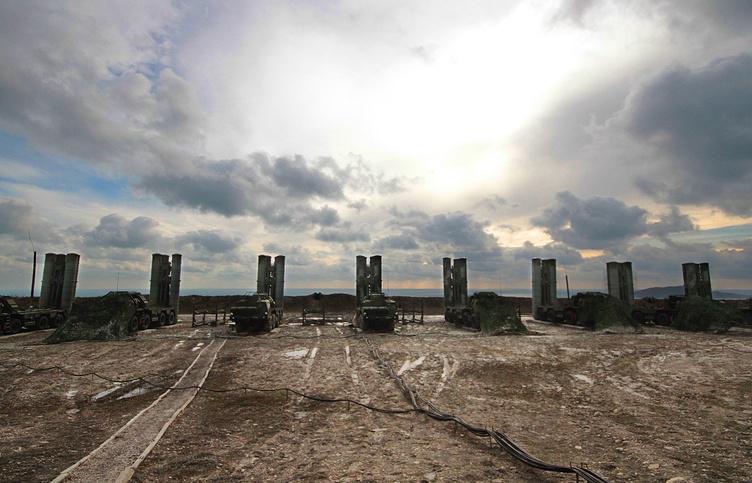 """С-400 """"Триумф"""" на территории зенитно-ракетного полка Южного военного округа (ЮВО)"""