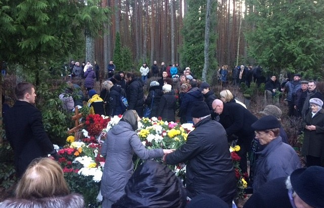 Могила Михаила Задорнова на кладбище Яундубулты в Юрмале